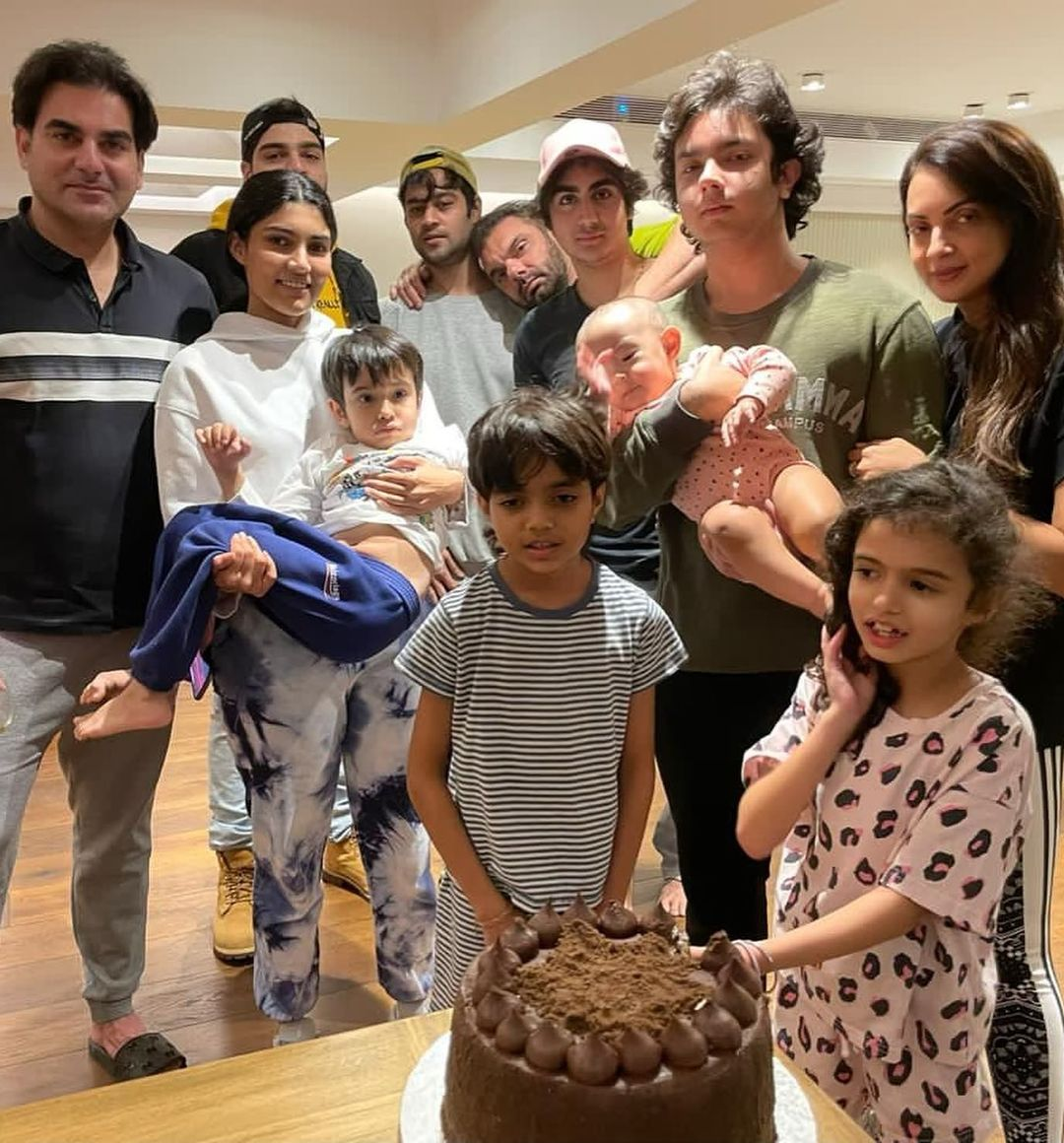 On Sohail Khan's 50th birthday, Seema Khan congratulated in a special way, the actor appeared with both sons Funny Jokes