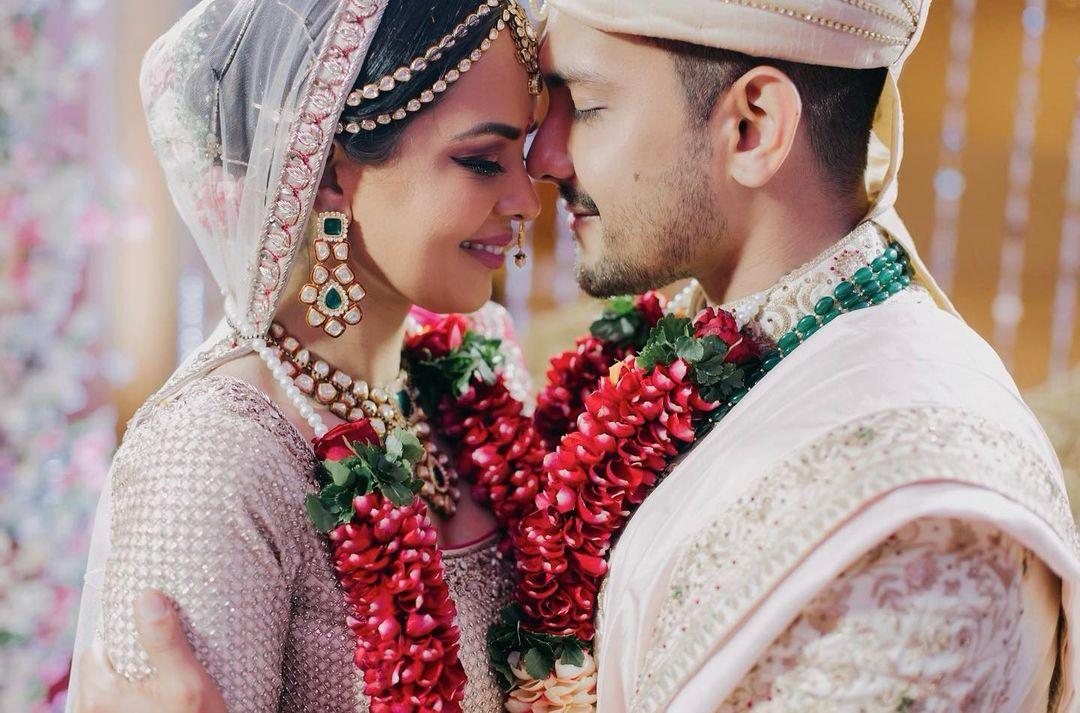 aditya narayan and shweta agarwal wedding