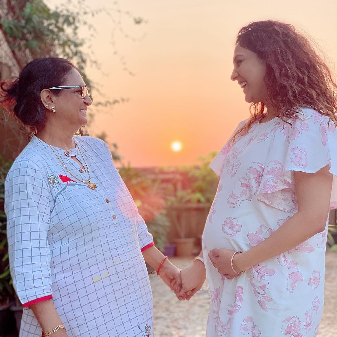 neeti with mother