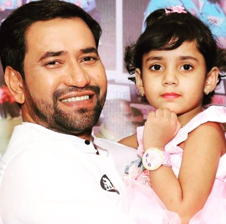 Nirahua With Daughter
