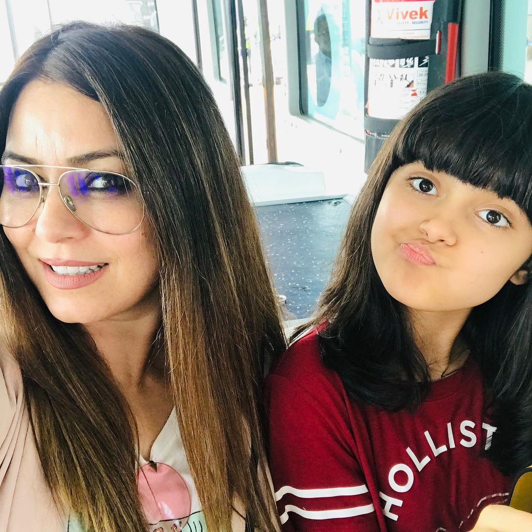 mahima chaudhary with her daughter