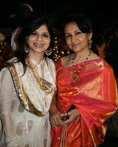 saba ali khan With Mother
