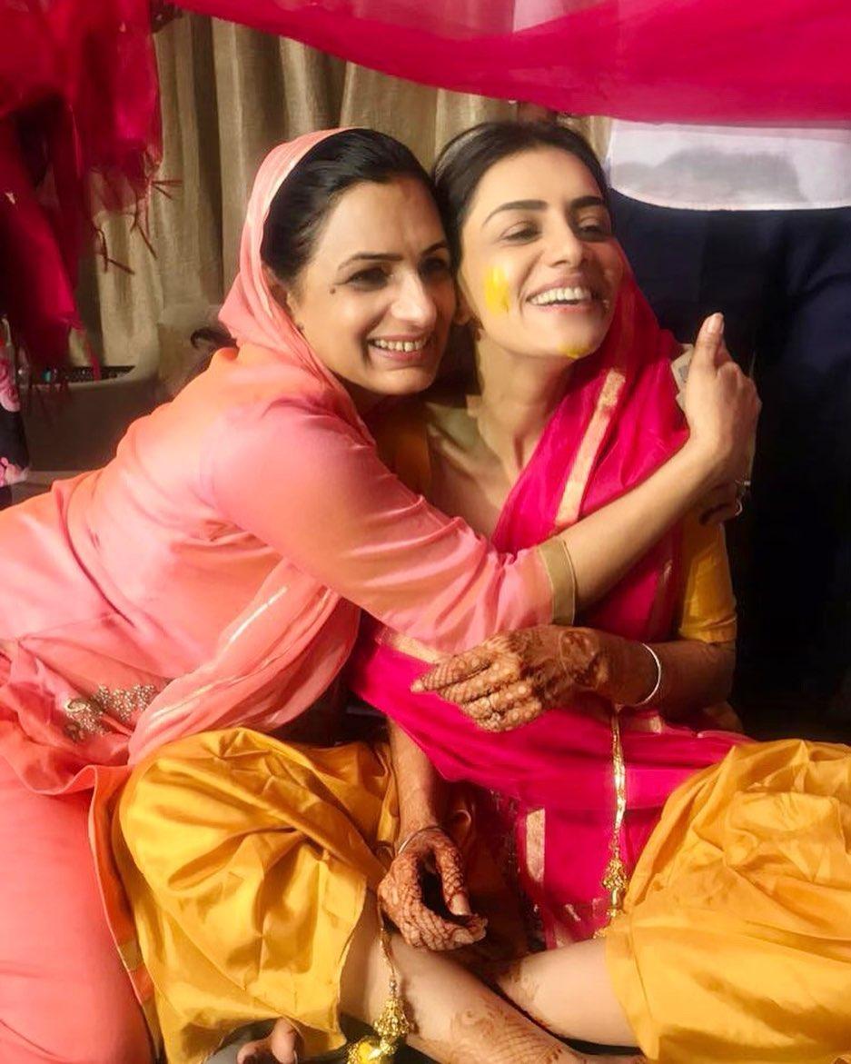 smriti khanna with mother