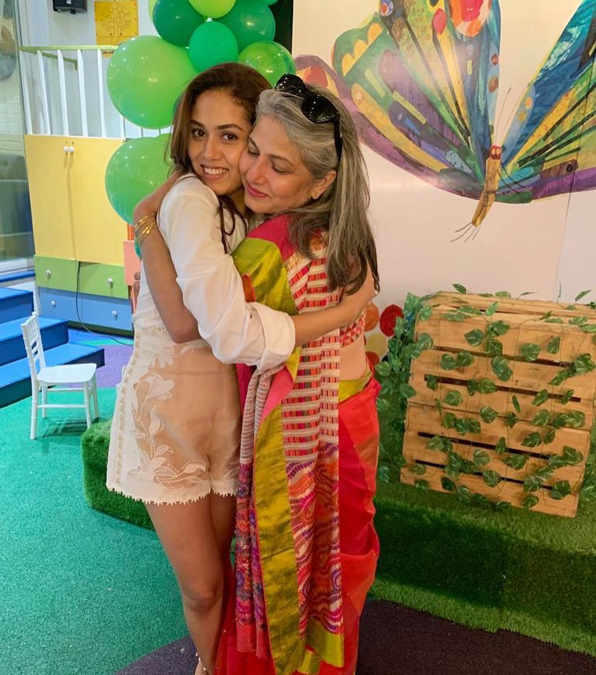 mira rajput with mother