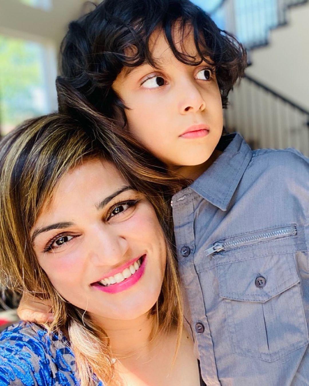 shweta singh kirti with son
