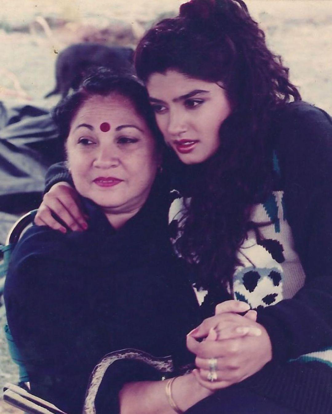 raveena tandon with mother