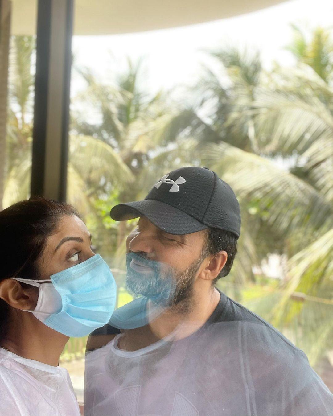 shilpa shetty and raj kundra romantic photo