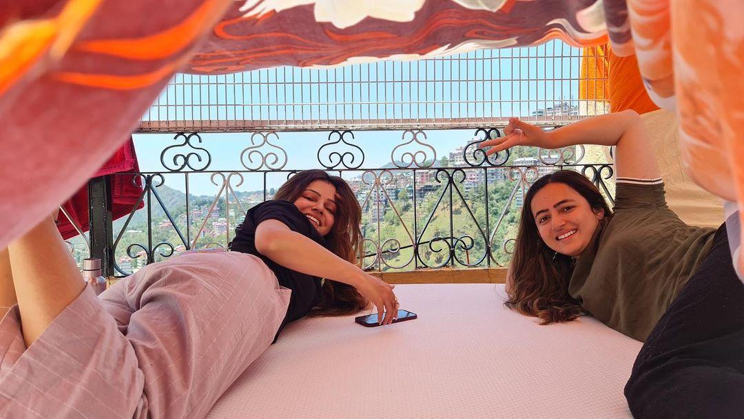 Rubina Dilaik With Sister