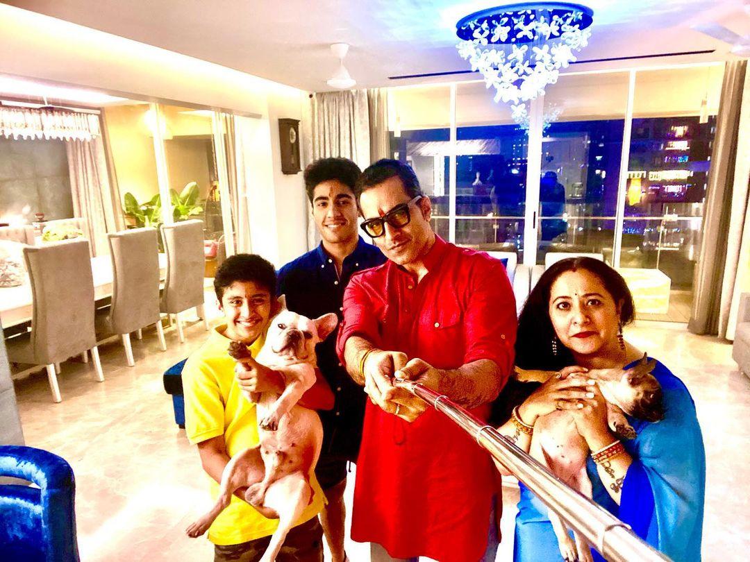 Sudhanshu Pandey Family
