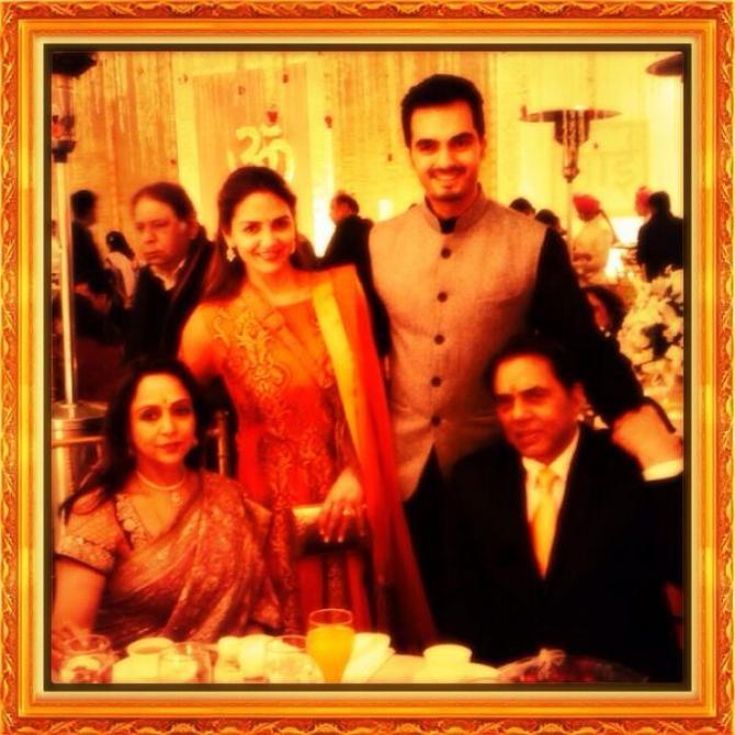 isha deol and bharat takhtani with hema and dharmendra