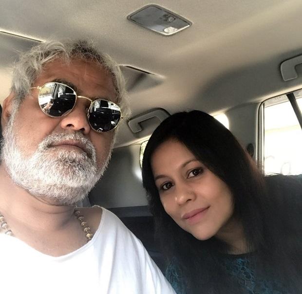 sanjay mishra with wife