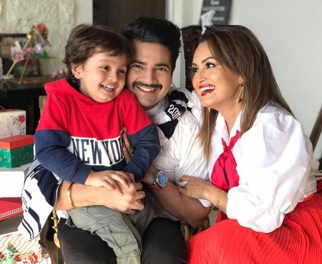 Karan Mehra With Wife And Nisha