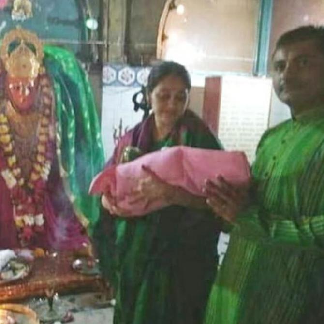 Disha Vakani With Family