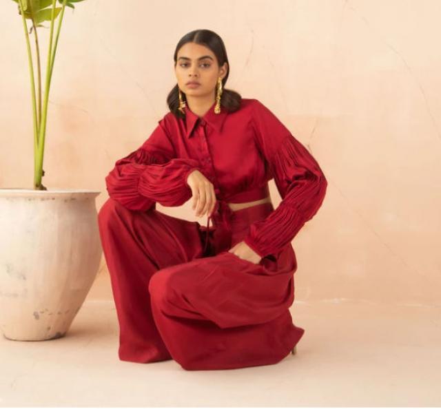 mira rajput outfit prize