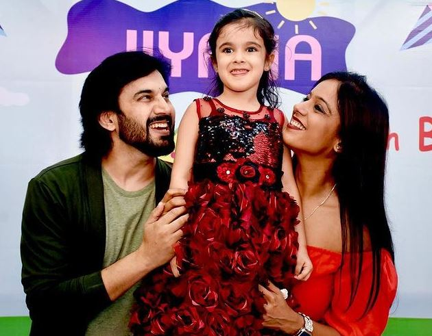 Ajay Chaudhary With Wife and duaghter