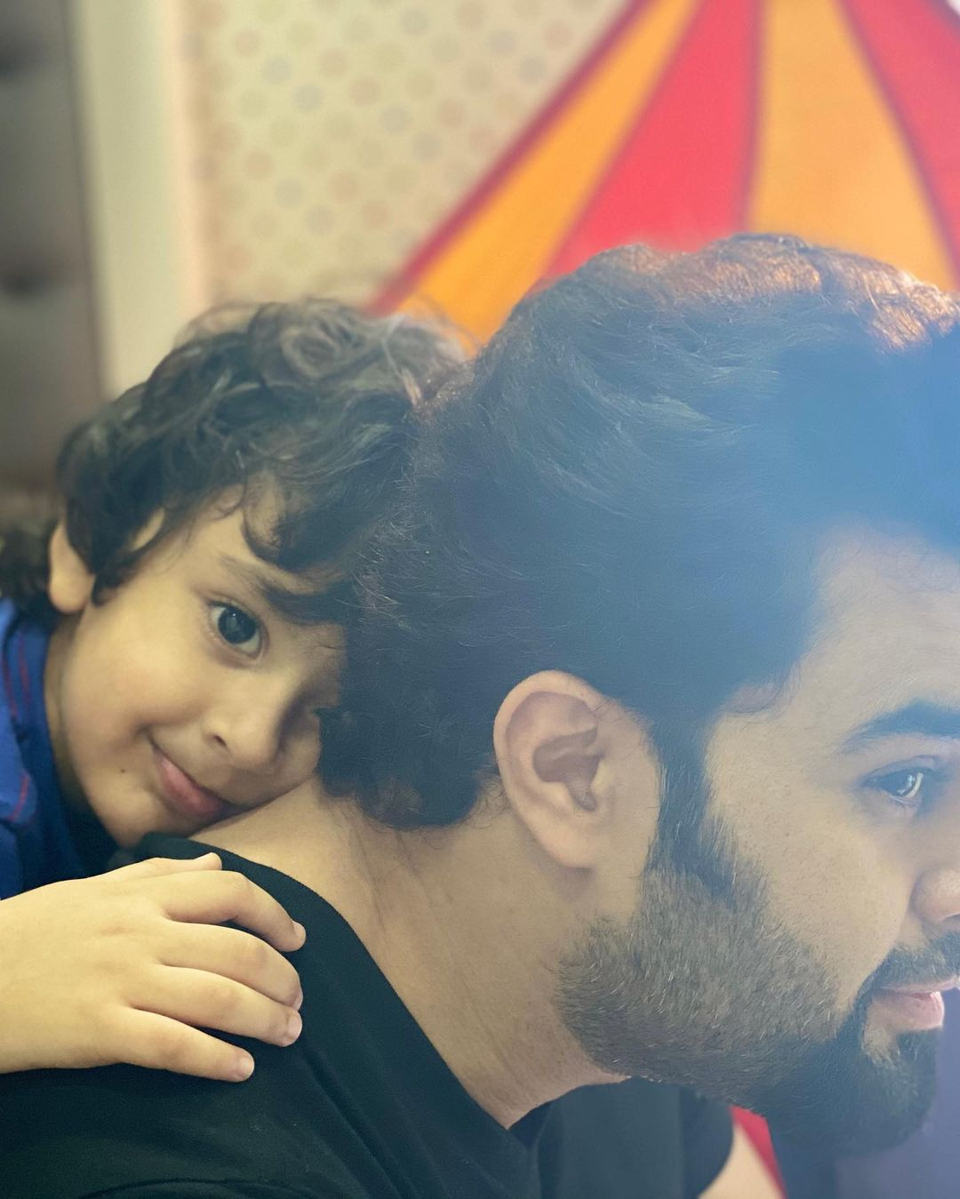 manish paul with his son