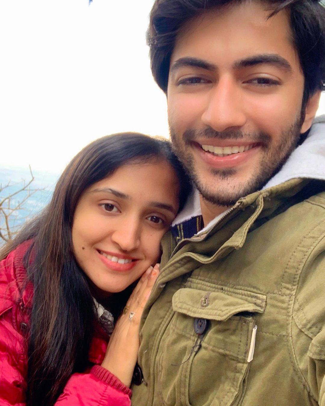 akshay kharodia girlfriend photos