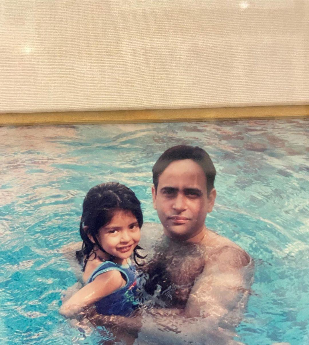 navya nanda with father