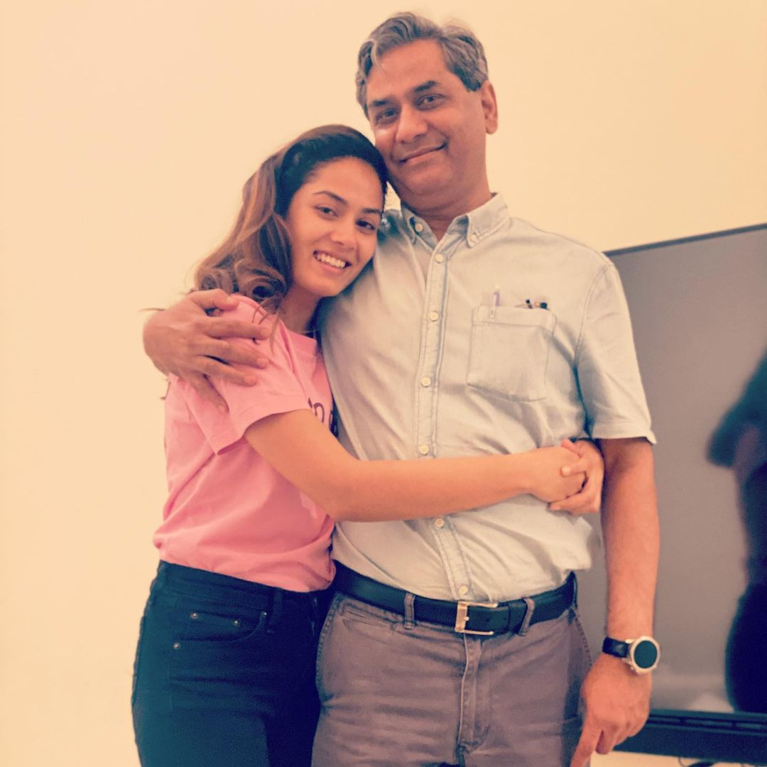 mira kapoor with father