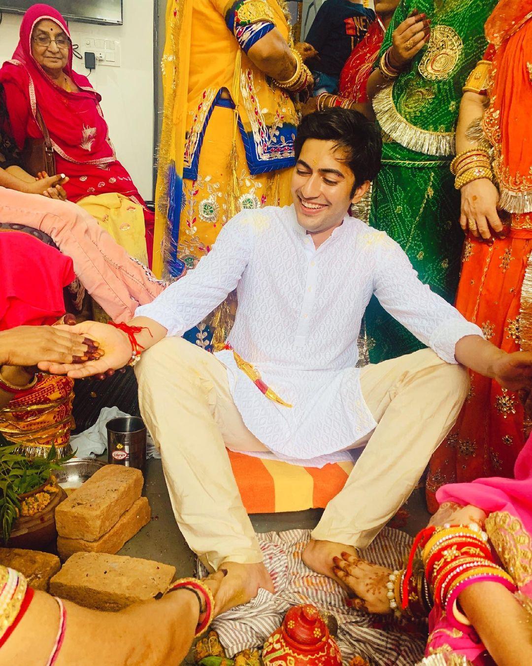 akshay kharodia haldi