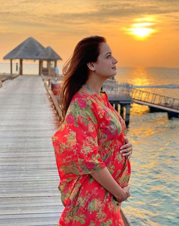 dia mirza pregnancy photo