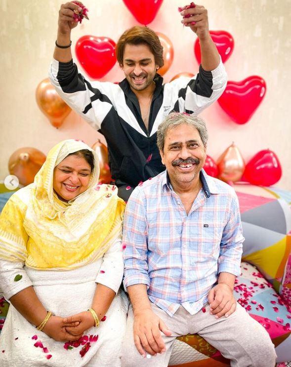 Shoaib Ibrahim with his parents