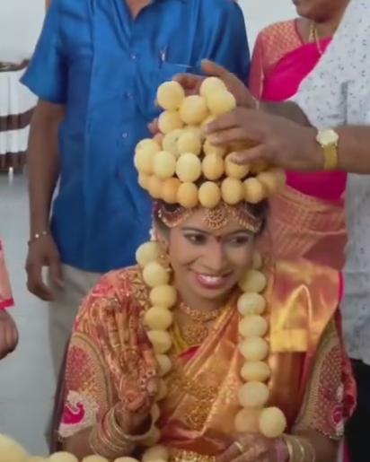 Bride wore garland and crown of golgappa/panipuri