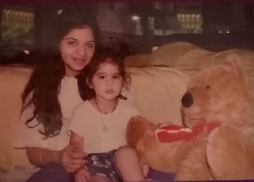 sara ali khan childhood photo
