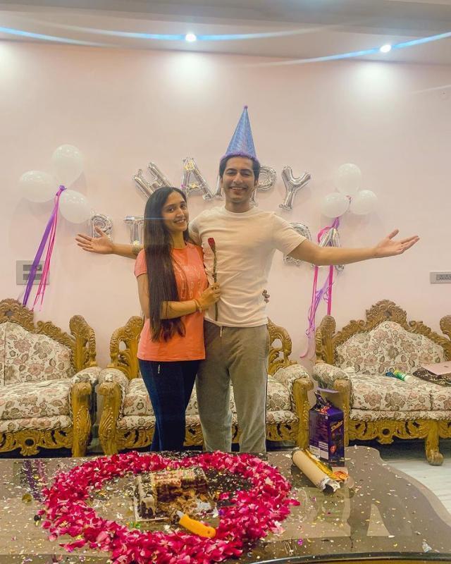 akshay kharodia with wife