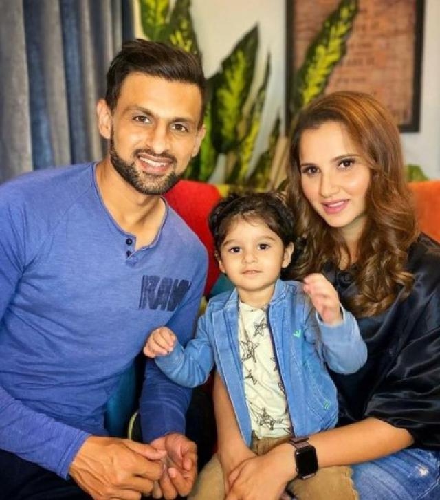 shoaib malik and sania mirza with son
