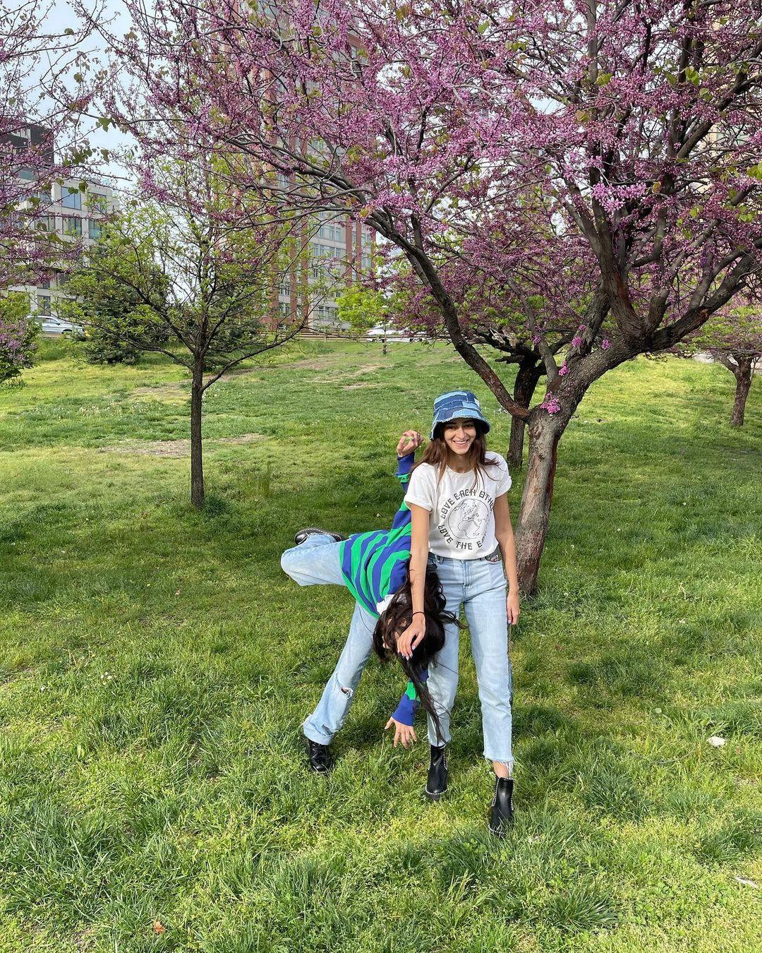 Ananya With Sister Rysa