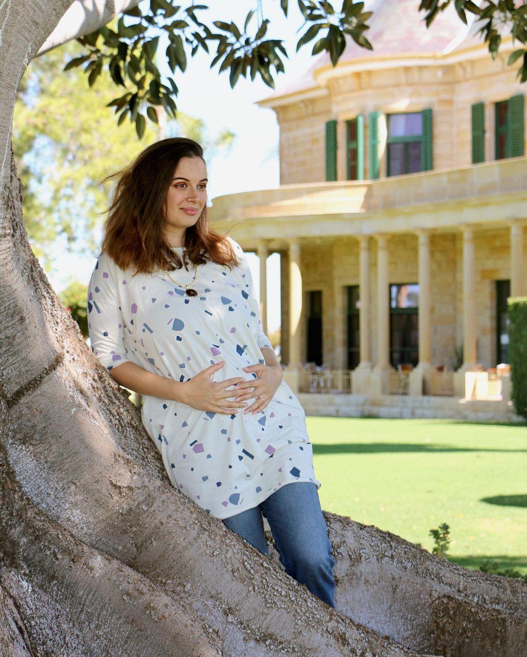 evelyn sharma pregnant