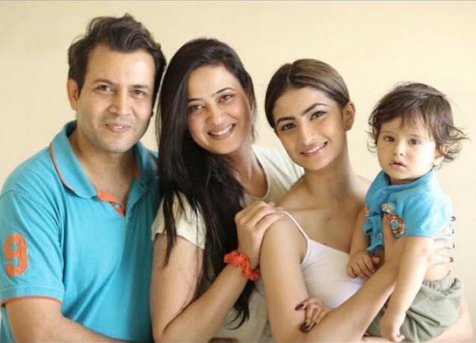 Abhinav Kohli And Shweta Tiwari With Children