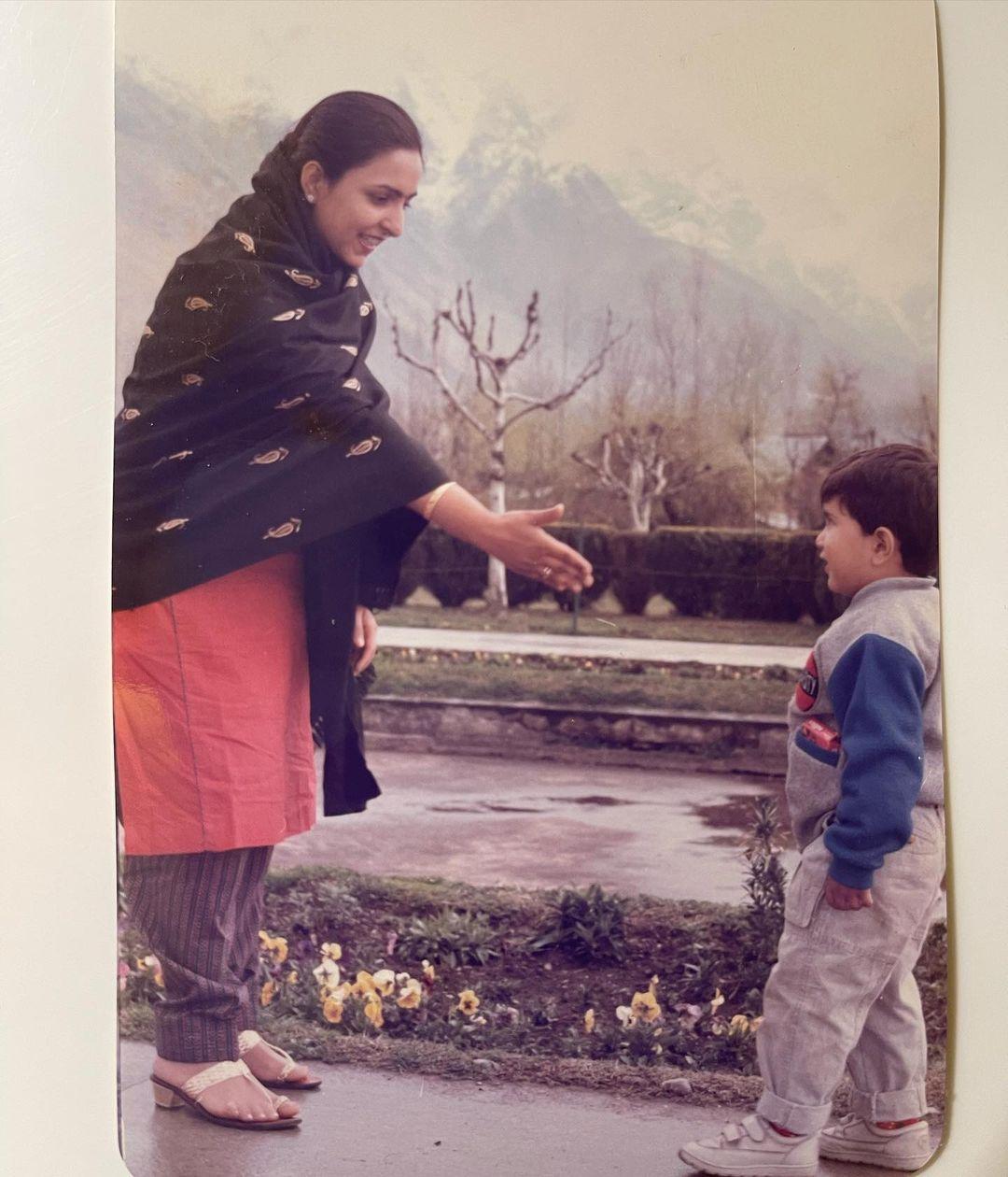anand ahuja with mother priya