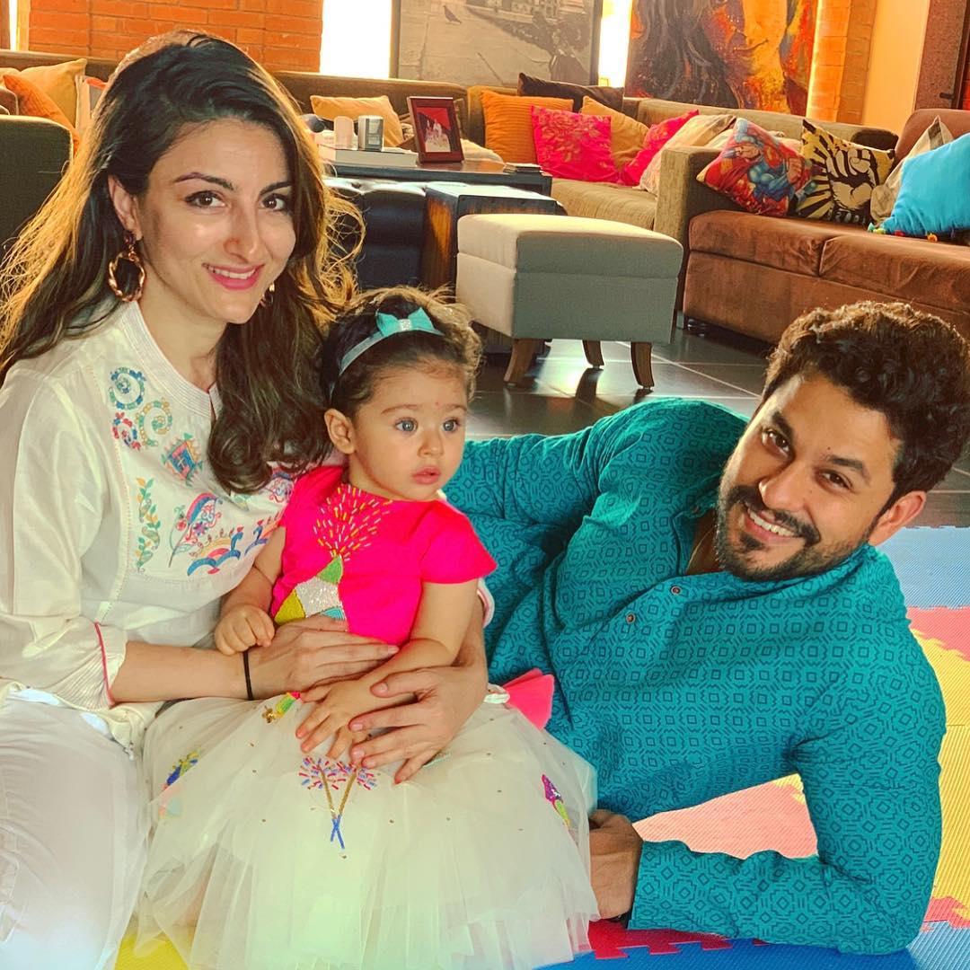Soha Ali Khan With Her Family