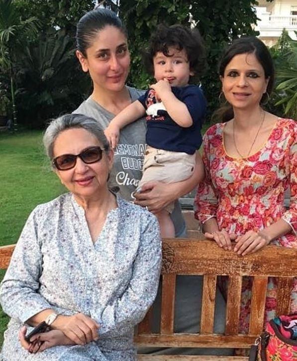 Kareena And Taimur With Saba And Sharmila