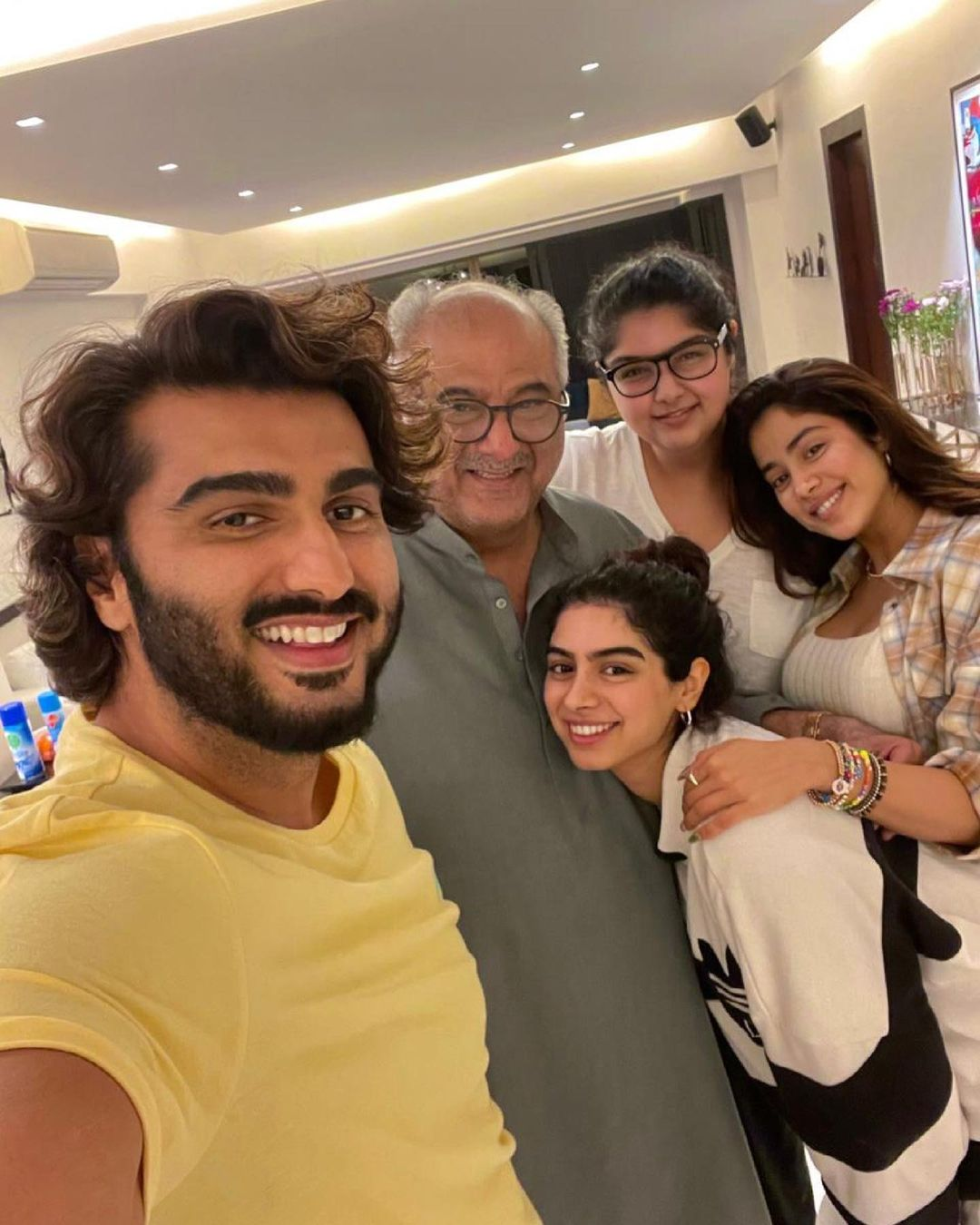 arjun kapoor with sisters