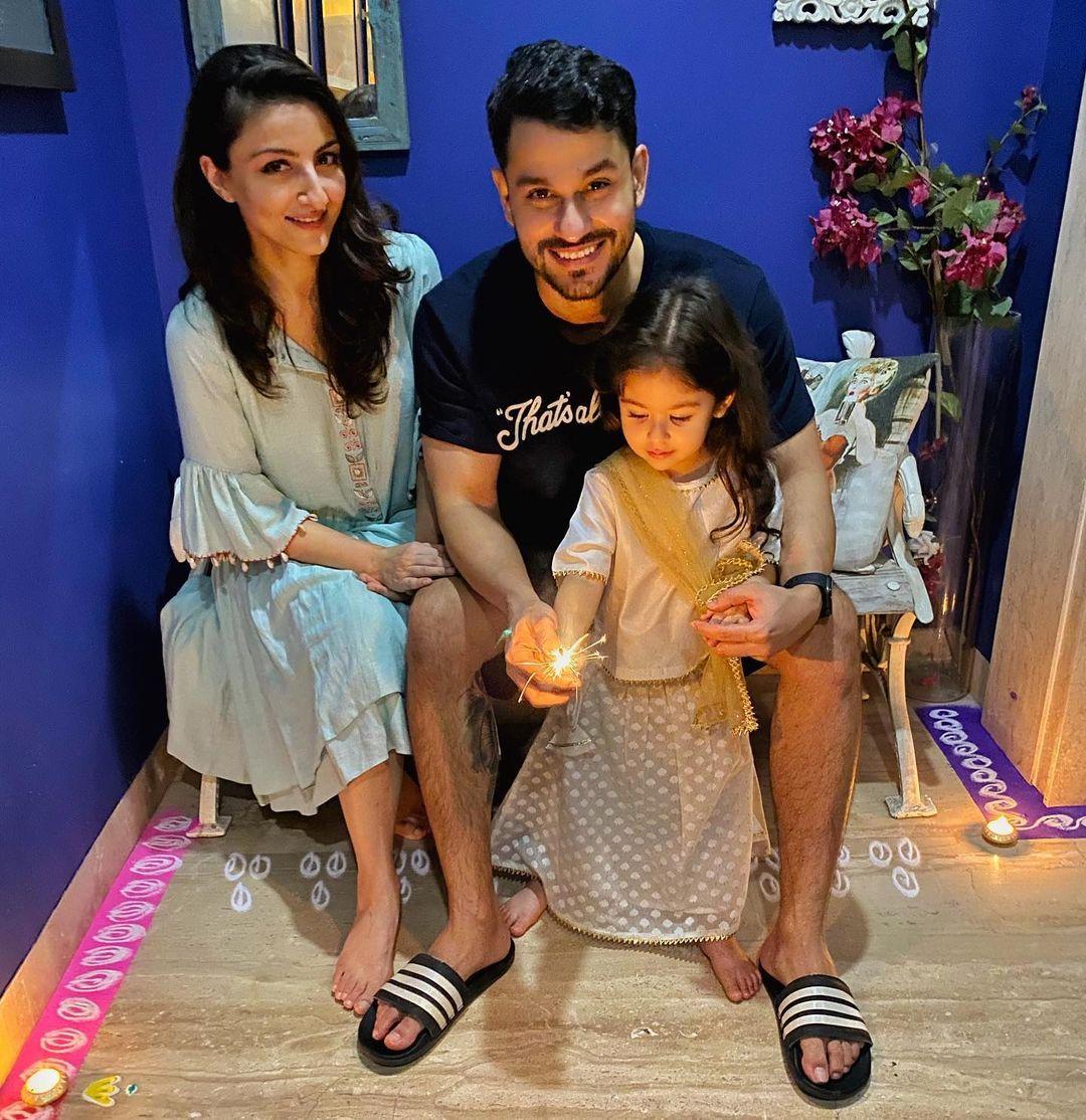 Soha and Kunal With Their Daughter Inaaya