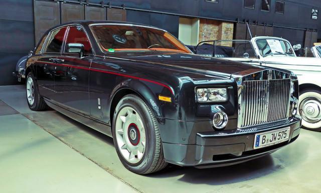 Akshay Kumar's Rolls Royce Phantom VII