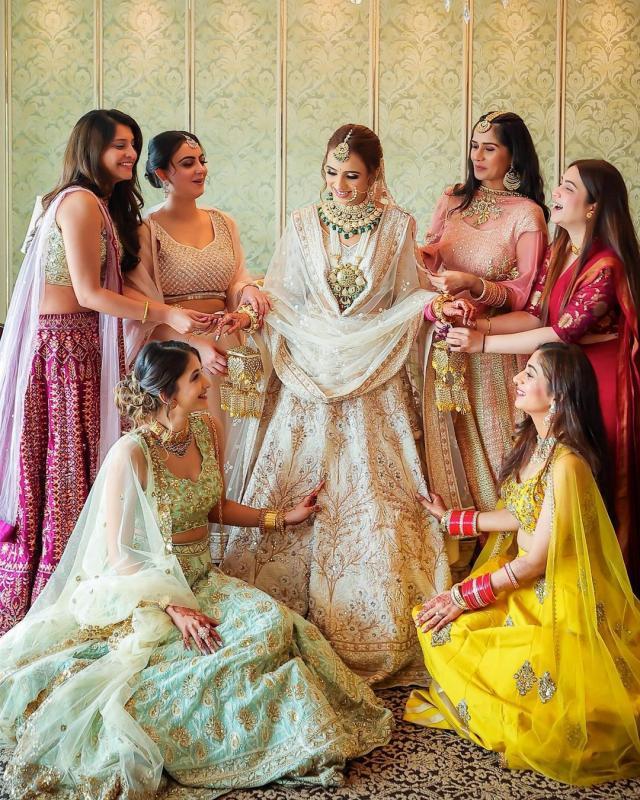 The Bride's Doli Kaleeras