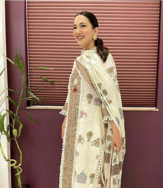 gauhar khan outfit