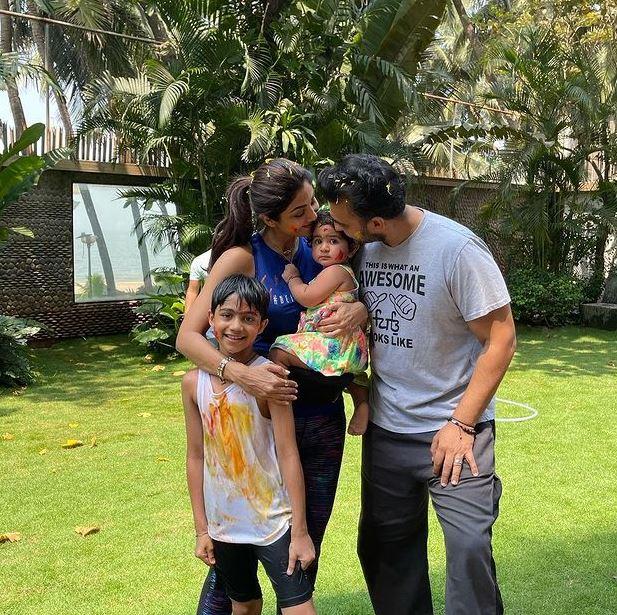 Shilpa Shetty With Her Hubby Raj And Children