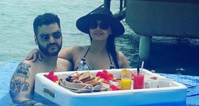 minissha lamba with her boyfriend