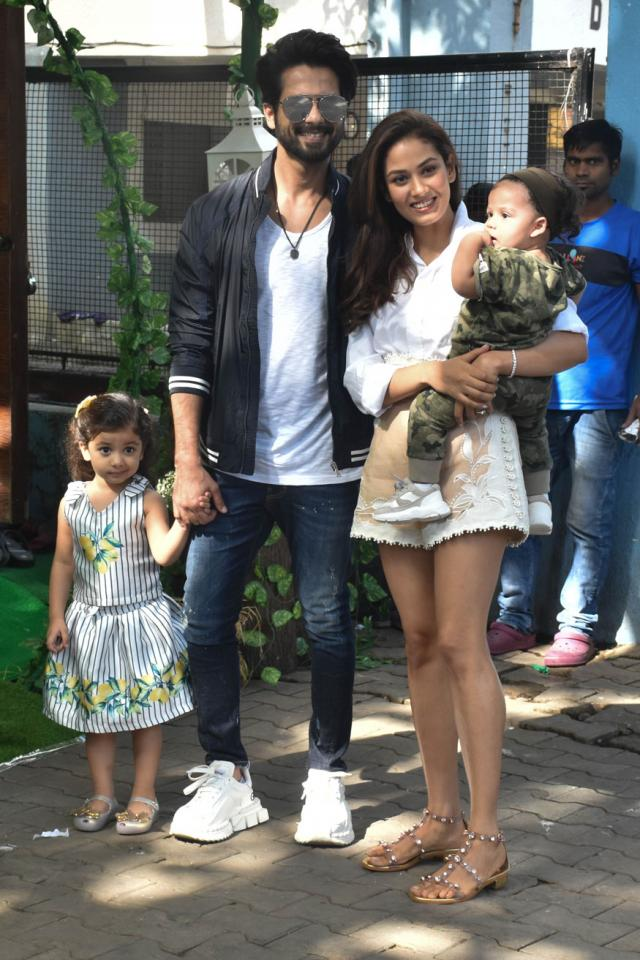 Shahid Kapoor With His Wife Mira And Children