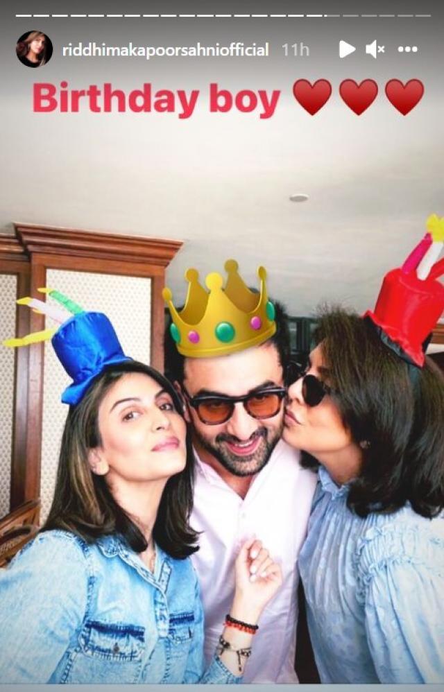 Ranbir Kapoor With His Sister Riddhima And Mother Neetu