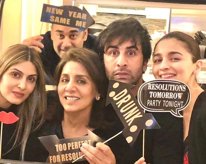 Ranbir Kapoor With Riddhima, Neetu, Alia And Bharat