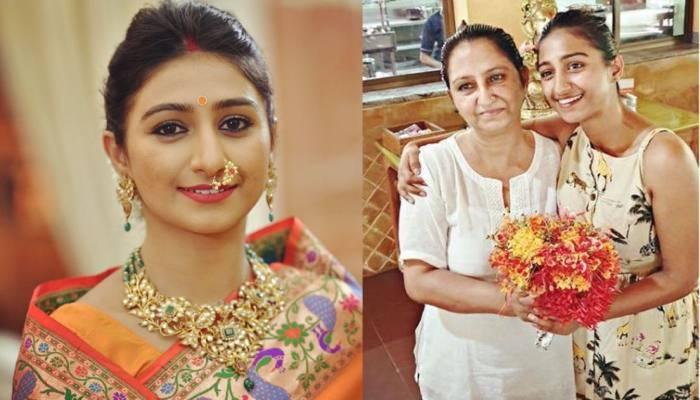 मोहिना कुमारी सिंह ने अपनी मां के साथ शेयर की ये फोटो, चश्में में दोनों लग रही हैं बेहद खूबसूरत