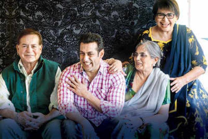 सलीम खान की लव लाइफ: बिना तलाक दो महिलाओं से रचाई शादी, कुछ ऐसी है स्टोरी